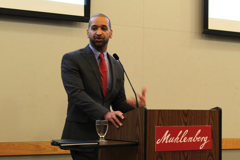 Former professor returns to campus to talk political theory